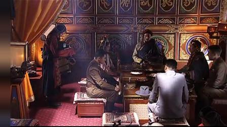 土司和达瓦争执不下,卓玛在一旁劝说,吐司直接摔门而去