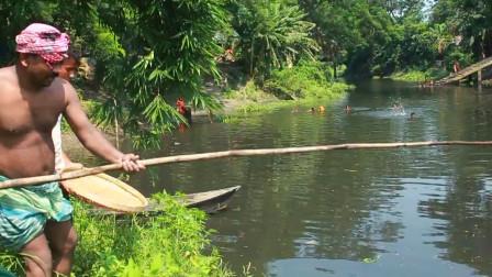 印度大叔捕鱼,这捕鱼方式真让我涨见识了,看看他怎么个捕法?
