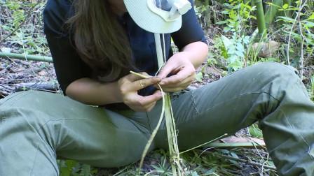 女生野外自制捕鼠工具,能抓到啥呢