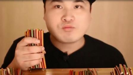"""韩国吃播大胃王胖哥吃一把""""铅笔"""",嚼起来真是带感!"""