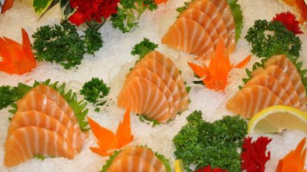 大厨分割挪威三文鱼,手捏做寿司嫩滑爽口