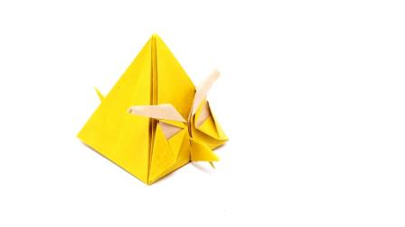 手工折纸恰克(飞镖黄)的方法,简单又有创意,趣味十足!