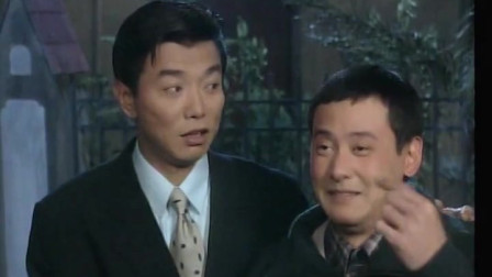傻阿甘:男子喝醉,母亲在门口责怪,这次喝酒居然是自己灌自己