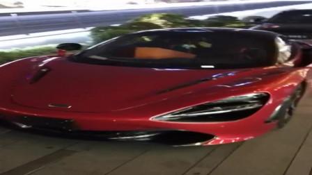 耐克跑车虽然很帅,可我依旧喜欢前面的这抹红
