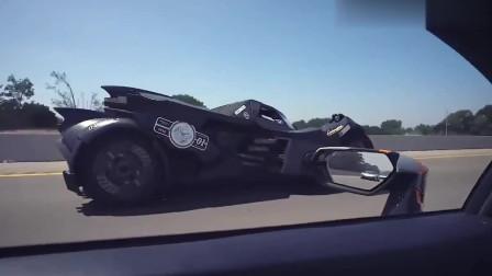 兰博基尼遇到蝙蝠车,想要与之一战,一脚油门后霸气开始了!