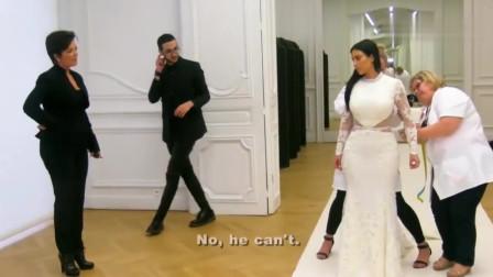 与卡戴珊同行:卡戴珊与侃爷的婚礼应该花了很多钱,光看着婚纱就知道了
