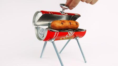 小伙想吃烤肉没有烤炉,用可乐罐做BBQ烧烤架,网友:又学了一招!