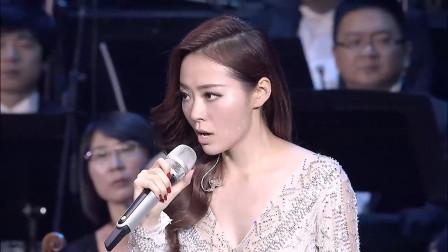 张靓颖海外演出,高音震撼出场,不愧是顶级歌手!