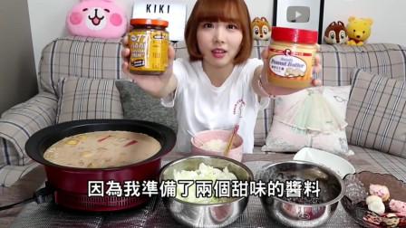 小姐姐试吃豆腐蘸花生酱巧克力酱,这该不会拉肚子吧!
