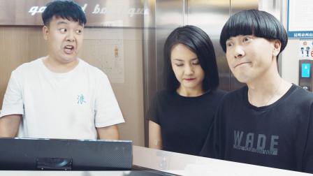 陈翔六点半:奇葩酒店前台总说还有两间房,急坏带男票的姑娘!