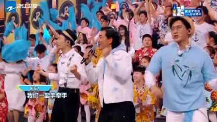 任贤齐唱《浪花一朵朵》,李晨朱亚文伴舞,现场变1000人全唱