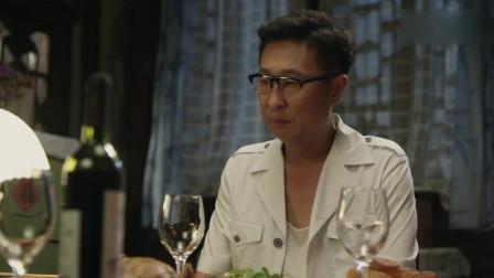 幸福照相馆:美凤来到老苏家,发现只有老苏一个人在家过节!