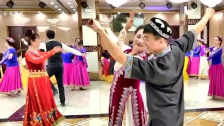 新疆舞双人舞石河子精彩对跳!两个人跳得很有感觉!