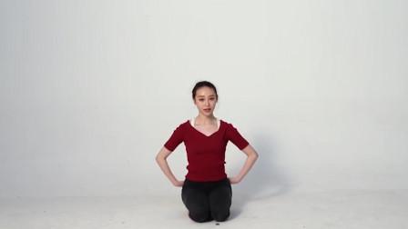 手势从你的腋下开始,同时保持上半身的不动,根据舞蹈动作来变化