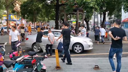 """深圳小伙在手机市场拿完货回家的路上竟然遇到""""突发事件 """""""
