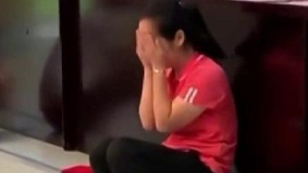 舍不得和孩子们分离 幼师毕业典礼掩面落泪 每日新闻报 20190629 高清版