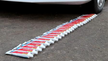 将牙膏放在汽车轮胎下,牙膏会变成什么样子?过程太治愈了!