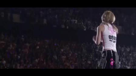 她是日本唯一一个不靠传统行业火起来的歌手,因为唱的太好听了