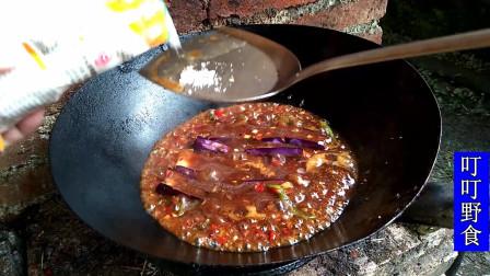 红烧茄子的家常做法,非常美味的下饭菜,小哥哥吃的多开心呀!