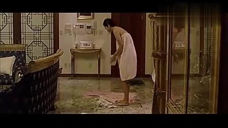 小偷入室偷窃,正巧碰到少妇刚洗完澡出来!