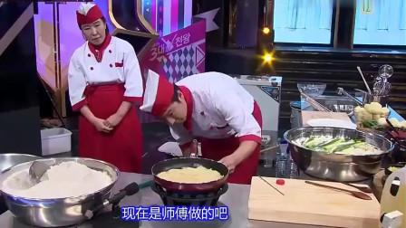 《韩国美食》土豆磨碎成淀粉,炸至金黄,酥脆的诱人口水