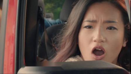 背包被盗贼抢走,小维在公路上开启极速飙车模式