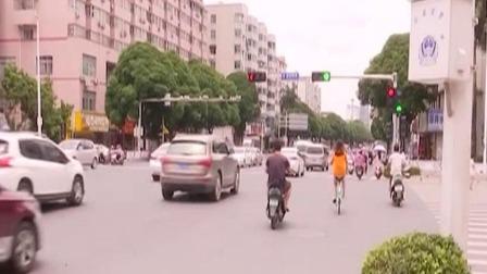 男子酒后骑电动车 市民拍视频提醒 每日新闻报 20190630 高清版