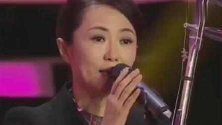 程琳《妈妈的吻》刚唱半句,全场掌声骤然响起,真是多才多艺!