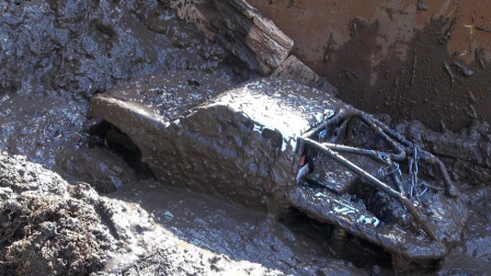 为啥美国玩具车敢卖3千?扔进泥浆里一启动,立马就明白了!