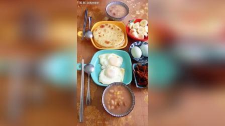 今早吃昨晚预约好的好的大碴粥, 里边放了花生饭豆和葡萄干