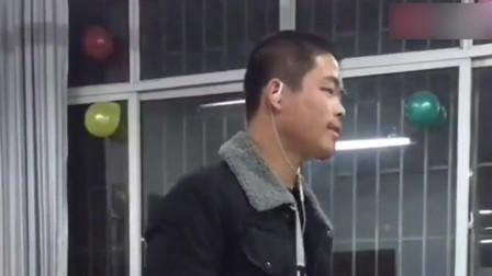 带上耳机全班最帅的男生
