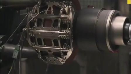 测试时速290公里的F1赛车瞬间刹车,看着好震撼啊