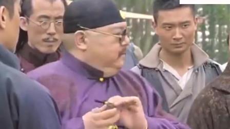 危城 刘青云化身理发师 这是修胡子还是人 彭于晏很高兴啊。