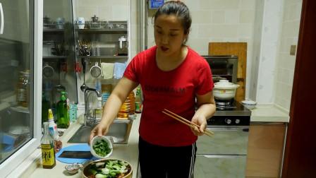 冰糖自制美食:一道简单易学的家常水煮肉片,三碗米饭都不够吃