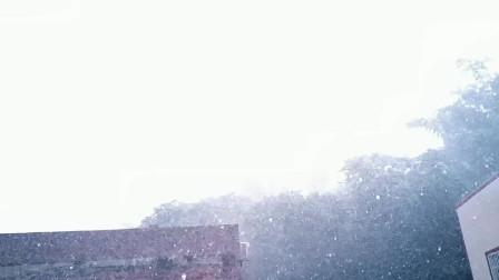 广西上林7月1日晚上 雷鸣闪电大雨交加