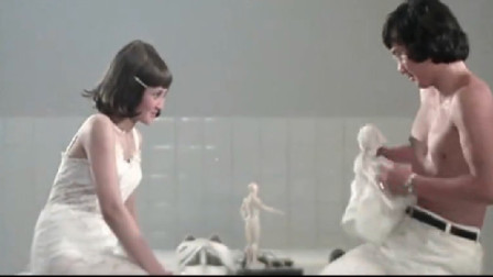 男医生和女护士胆子太大,竟跑去太平间约会,还装成尸体被人拔牙