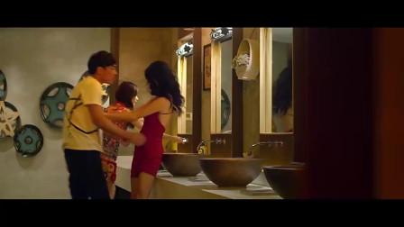 什么情况这里是女洗手间里有男人妹子还这么淡定吗