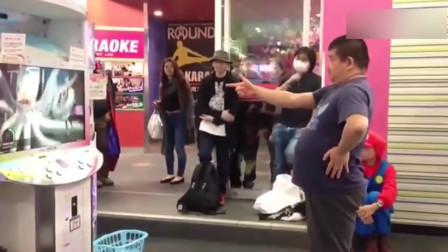 啤酒肚大叔玩跳舞机 这舞步萌的也是没谁了