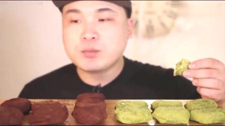 韩国吃播大胃王胖哥吃巧克力和绿茶小蛋糕,大口吃的真过瘾