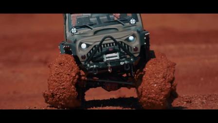 吉普牧马人遥控车穿越泥浆
