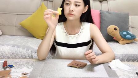试吃小姐姐试吃军粮,这个芒果干非常好吃