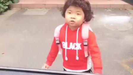 """""""鬼马精灵""""李欣蕊,打车听说小孩不要钱自己就去了,司机一脸懵"""