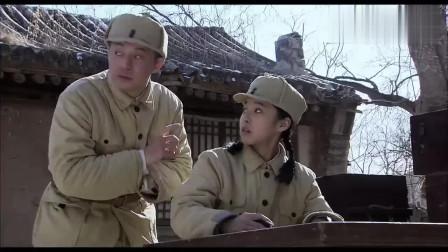 渗透:女兵小姐姐帮小哥写材料,各种指导!小哥表情懵了