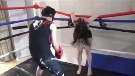 拳击陪练,都把美女打吐水了