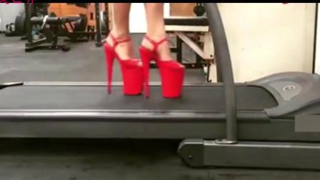 穿高跟凉鞋跑步机上运动,还能再快点吗