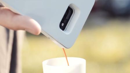 手机壳中暗藏咖啡机,点个按钮就能用手机倒出咖啡