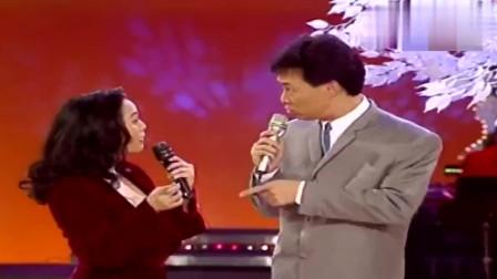 费玉清夸陈小云,是很传统保守的女性,时不时的还模仿陈小云