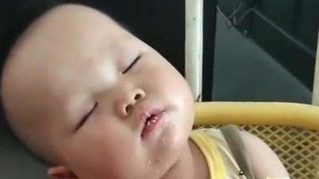 萌娃饿的睡不着困的吃不下