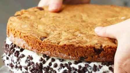不可思议!巨型饼干冰淇淋三明治是这样制作的!!
