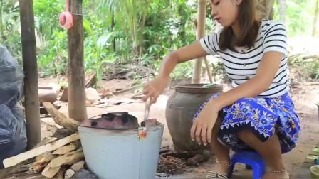 越南美女就是会吃,野外做美食看着都那么香